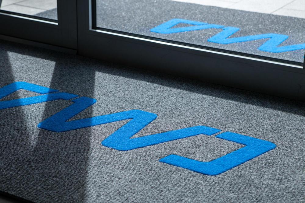 tappeti su misura, costi, prezzo tappeto, tappeto blu, rosso, grigio, nero, stampato e realizzato a mano